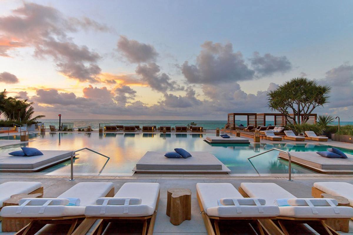 10 thiết kế hồ bơi tuyệt vời ngoài trời